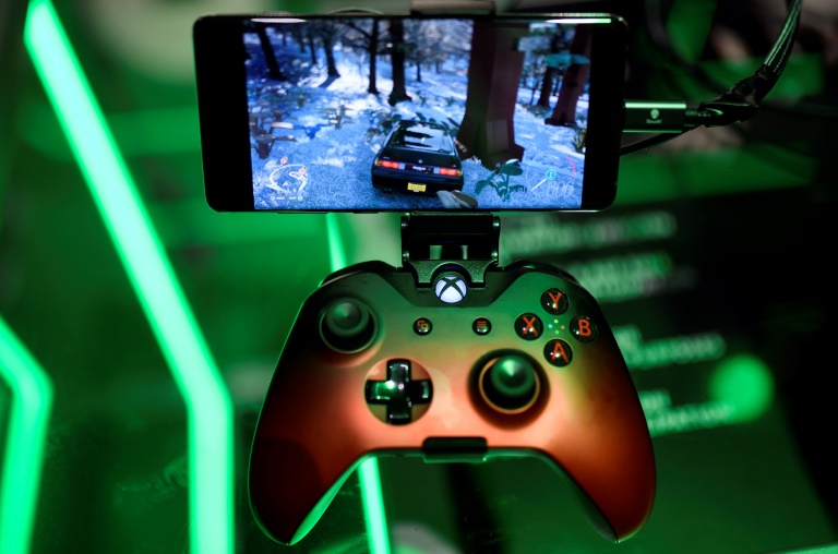 Microsoft will be expanding access to its Xbox cloud gaming service to more devices including Apple's smartphones and tablets.